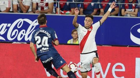 חורחה מיראמון נאבק על הכדור עם אלחנדרו מורנו (רויטרס)