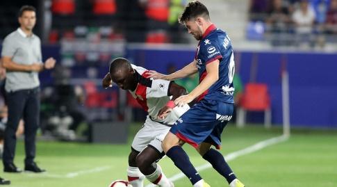 מוי גומס מנסה להגיע לכדור (La Liga)