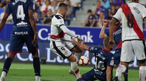 חורחה פולידו תופס בחולצתו של ראול דה תומאס (La Liga)