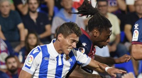 רובן סמדו והקטור מורנו מנסים לנגוח (La Liga)