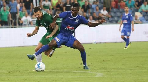 ברוסו ורוקאביצה נאבקים על הכדור (עמית מצפה)