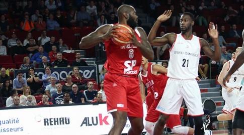 דאליס ג'וינר עם הכדור (FIBA)