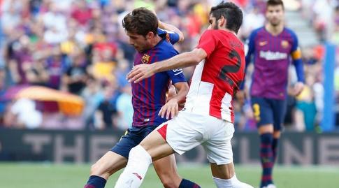 ראול גארסיה מנסה לעצור את סרג'י רוברטו (La Liga)