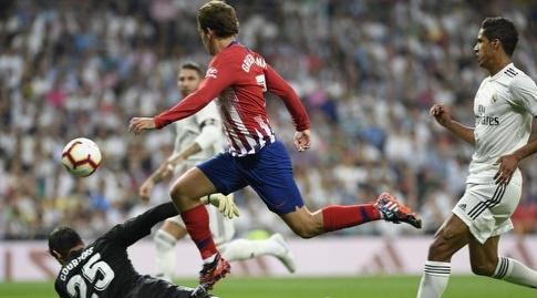 טיבו קורטואה עוצר את אנטואן גריזמן (La Liga)
