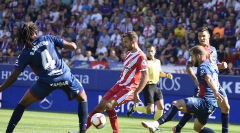 כריסטיאן סטואני מול הגנת ווסקה (La Liga)