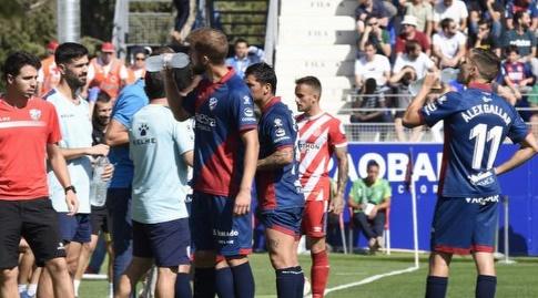 שחקני ווסקה וג'ירונה בהפסקת שתייה (La Liga)