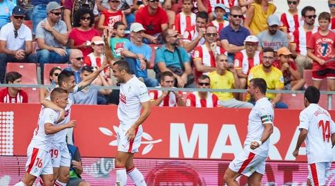 שחקני אייבר חוגגים עם שארלס (La Liga)