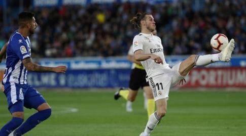 גארת' בייל משתלט על הכדור (La Liga)