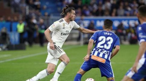 גארת' בייל מנסה לחלוף על פני ג'וני (La Liga)