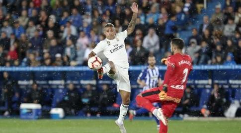 מריאנו דיאס מנסה לעבור את פרננדו פאצ'קו (La Liga)