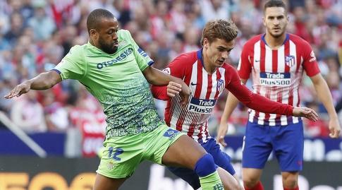 סידניי מנסה לקחת את הכדור לאנטואן גריזמן (La Liga)