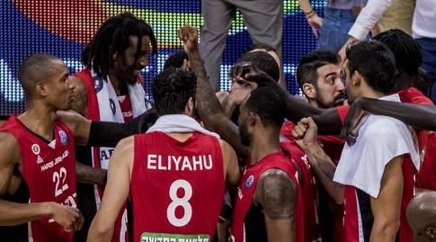 שחקני הפועל ירושלים בסיום המשחק (FIBA)