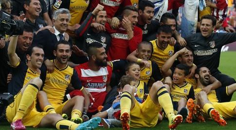 שחקני אתלטיקו מדריד חוגגים בקאמפ נואו. היו צריכים להפסיד? (רויטרס)