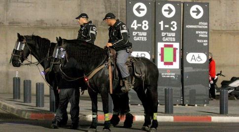 כוחות המשטרה מסביב לאצטדיון טרנר (משה חרמון)