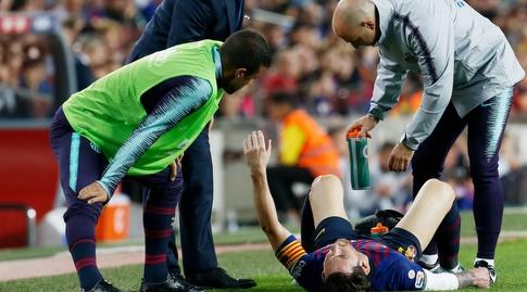 ליאו מסי שרוע על הדשא (La Liga)