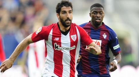 ראול גארסיה אחרי הכדור. היה עצבני ברוב שלבי המשחק (La Liga)
