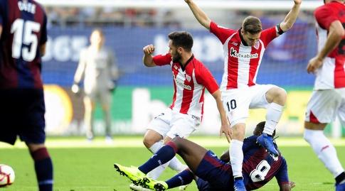 איקר מוניאין נזהר לא לדרוך על פאפאקולי דיופ  (La Liga)