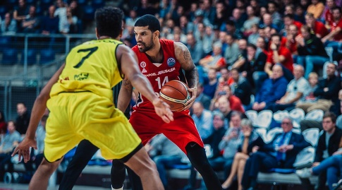 ג'יימס פלדין (FIBA) (מערכת ONE)