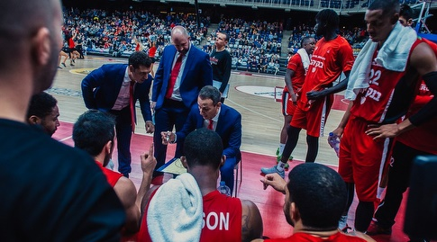 עודד קטש ושחקני ירושלים (FIBA)