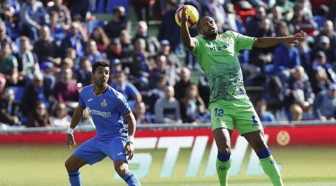 סידניי מנסה להשתלט על הכדור (La Liga)