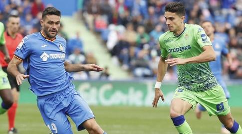 מארק ברטרה וחורחה מולינה במרדף אחר הכדור (La Liga)