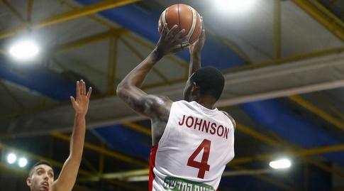 כריס ג'ונסון זורק (FIBA)