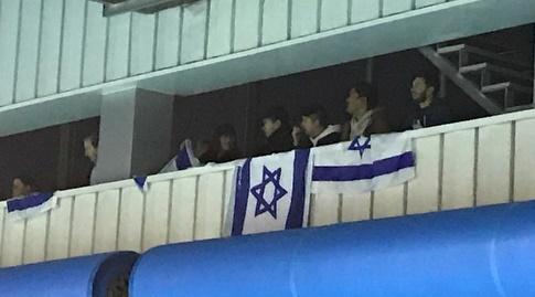דגלי ישראל באולם (איגוד הכדורמים)