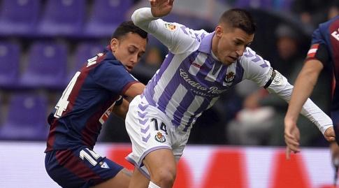 פביאן אוריאנה מנסה לחטוף לרובן אלקראס (La Liga)