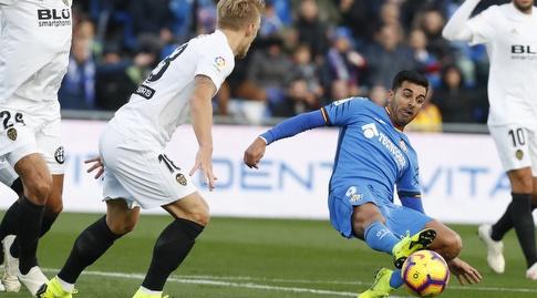 אנחל רודריגס נלחם על הכדור (La Liga)