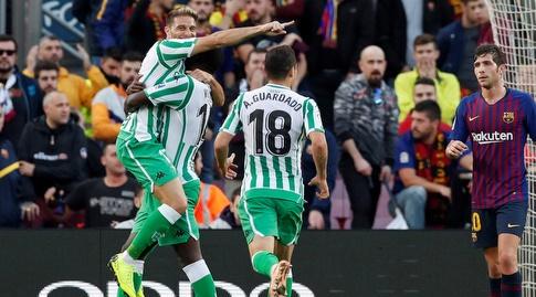 שחקני בטיס חוגגים בסיום המשחק מול ברצלונה (רויטרס)