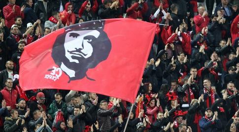 אוהדי נבחרת אלבניה (רויטרס)