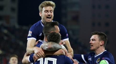 שחקני סקוטלנד חוגגים באלבניה. הניצחון שינה את התמונה (רויטרס)