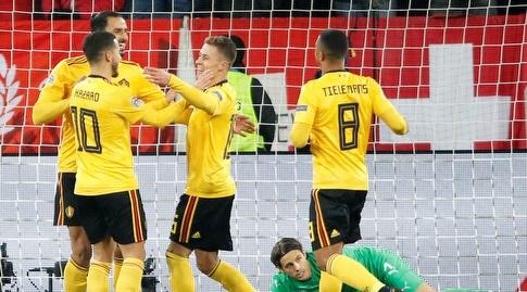 שחקני בלגיה חוגגים את השער השני (רויטרס)