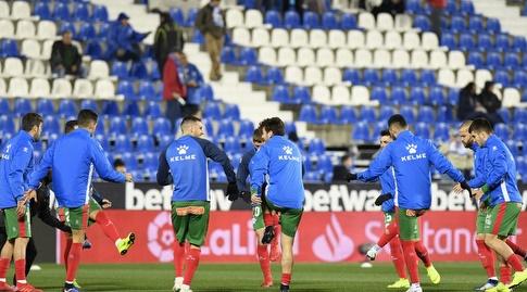 שחקני אלאבס בחימום (La Liga)