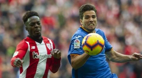 איניאקי וויליאמס ולאנרדו קאבררה במרדף אחרי הכדור (La Liga)