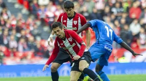 אמאת' נ'דאייה ומרקל סוסאטה נאבקים על הכדור (La Liga)