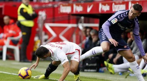וויסאם בן ידר מנסה לשמור על הכדור (La Liga)