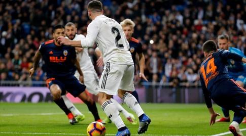 דני קרבחאל עם הכדור ברחבה (La Liga)