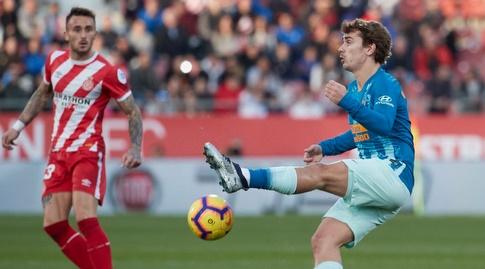 אנטואן גריזמן מנסה להשתלט על הכדור (La Liga)