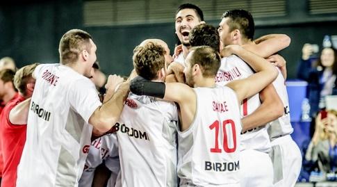שחקני גיאורגיה חוגגים (FIBA)
