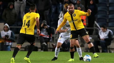 ערן לוי עם הכדור (אורן בן חקון)