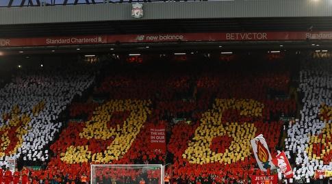 אוהדי ליברפול במחווה ל-96 הקורבנות. המשחק ייערך בסימן הצדק לאותם האוהדים (רויטרס)