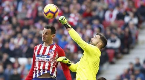 פרננדו פאצ'קו מאגרף את הכדור (La Liga)