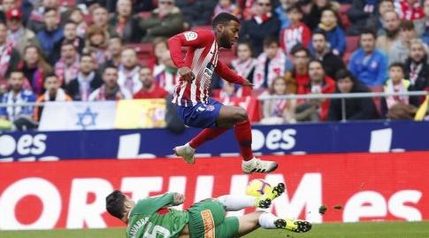תומא למאר מנסה לעבור את שימו נבארו (La Liga)