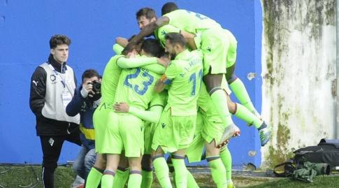 שחקני לבאנטה חוגגים את שער השוויון (La Liga)