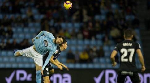 אוקאיי יוקושלו וגידו קאריז'ו במאבק על כדור גובה (La Liga)
