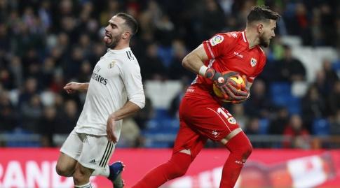 סטולה דימטרייבסקי קולט את הכדור לצד דניאל קרבחאל המאוכזב (La Liga)