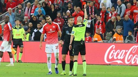 איאד אבו עביד רואה כרטיס אדום (מרטין גוטדאמק)