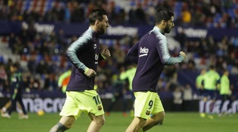 ליאו מסי ולואיס סוארס מתחממים (La Liga)