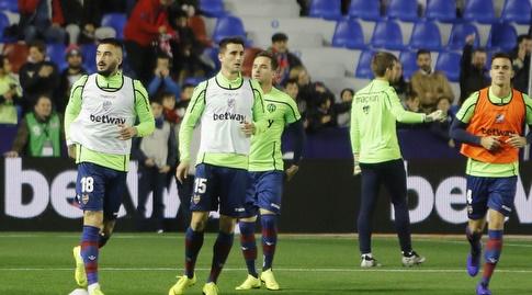 שחקני לבאנטה מתחממים (La Liga)